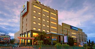 Premier Basko Hotel Padang - Padang