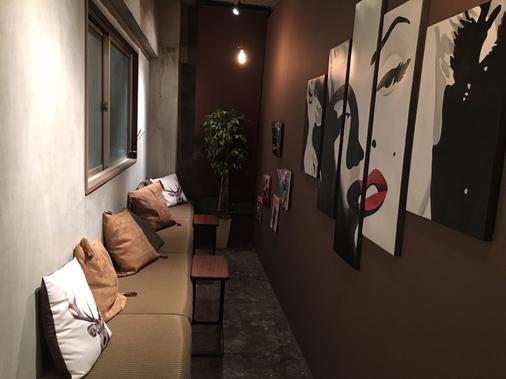 閱讀咖啡館住宿銀座店 - 東京 - 大廳
