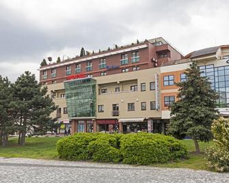Hotel Centrum - Neutra - Gebäude
