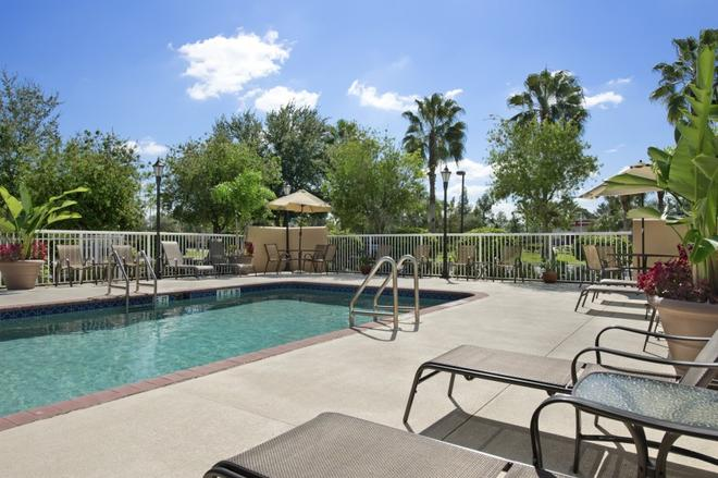 Baymont Inn & Suites Fort Myers Airport - Fort Myers - Pool