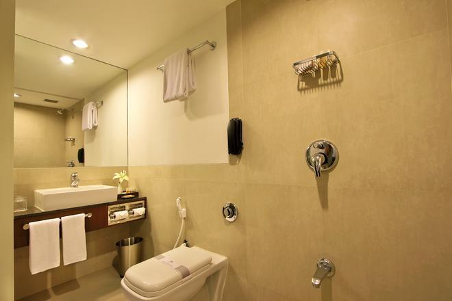 快捷塔酒店 - 瓦多達拉 - 巴羅達 - 浴室