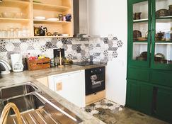 Hostel do Mar - בורדירה - מטבח