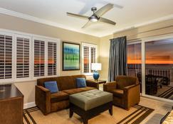 Shephard's Beach Resort - Clearwater Beach - Living room