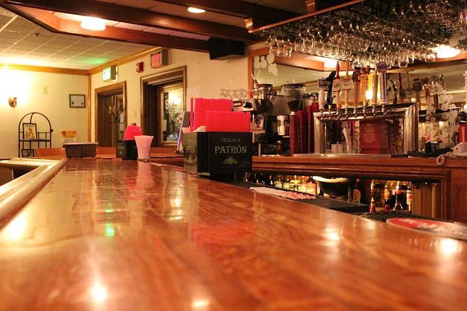 Clarion Hotel and Suites Fairbanks near Ft Wainwright - Fairbanks - Bar