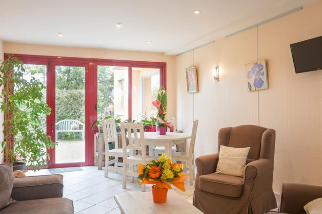 Hôtel La Terrasse Fleurie - Divonne-les-Bains - Sala de estar