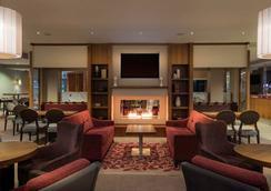 Hilton Garden Inn Luton North - Luton - Lounge