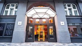 The Emblem Hotel - Praha - Hotellin sisäänkäynti