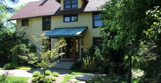 Avalyn Garden Bed and Breakfast - Ann Arbor - Building