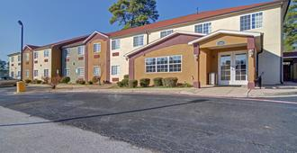 Hometown Inn & Suites - Longview