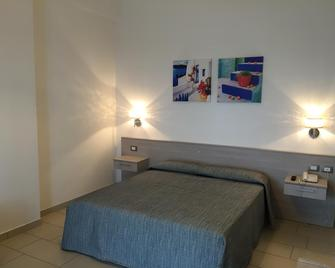 Holiday Affittacamere - Corigliano Calabro - Schlafzimmer