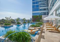 Shangri-La Hotel, Bengaluru - Thành phố Bangalore - Bể bơi