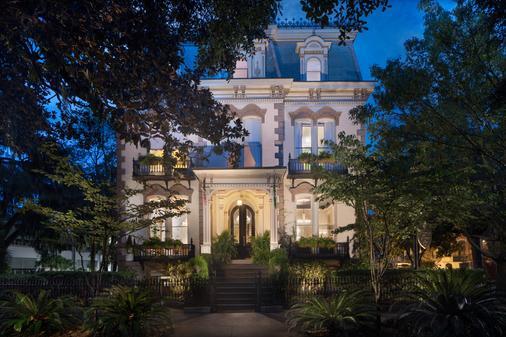 Hamilton-Turner Inn - Savannah - Building