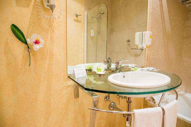 Hotel Arosa - Madrid - Bathroom