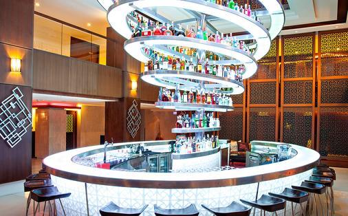 巴東海灘普吉島瑞士酒店 - 普吉 - 酒吧