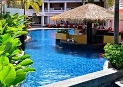 巴東海灘普吉島瑞士酒店 - 普吉 - 游泳池