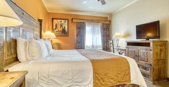 La Hacienda Near Alamo Dome / Riverwalk - San Antonio - Bedroom