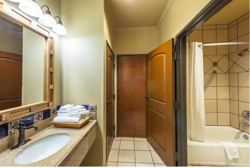 La Hacienda Near Alamo Dome / Riverwalk - San Antonio - Phòng tắm