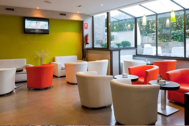 Senator Barajas Hotel - Madrid - Lounge