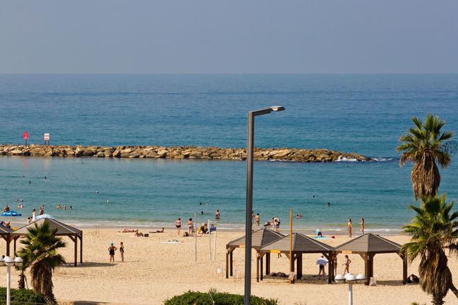 De La Mer Hotel - by Zvieli Hotels - Tel Aviv - Beach
