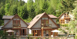 Sunshine Coast Resort - Madeira Park - Building