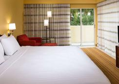 Courtyard by Marriott Fort Lauderdale North/Cypress Creek - Fort Lauderdale - Bedroom