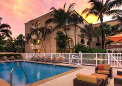 Courtyard by Marriott Fort Lauderdale North/Cypress Creek - Fort Lauderdale - Pool