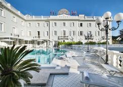 Grand Hotel Des Bains - Riccione - Πισίνα