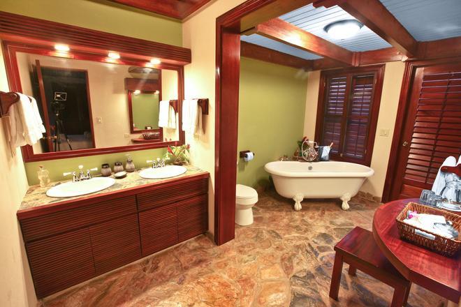 Hidden Valley Inn & Reserve - San Ignacio - Μπάνιο