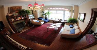 Toronto Garden Inn Bed & Breakfast - Toronto - Living room