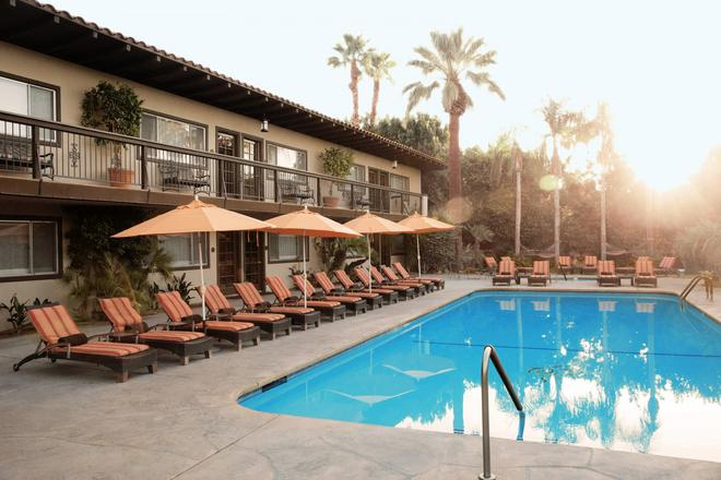 Santiago Resort - A Gay Men's Swimsuit Optional Resort - Palm Springs - Toà nhà
