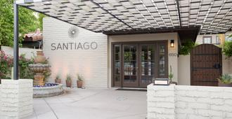 Santiago - A Gay Men's Swimsuit Optional Resort - Palm Springs - Rakennus