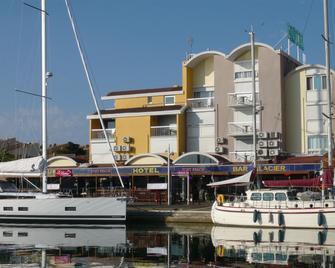 Hotel Port Beach - Gruissan - Gebäude