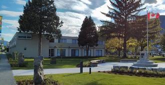 August Jack Motor Inn - Squamish - Edificio
