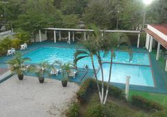 圖利佳快捷帕蘭克酒店 - 帕倫克 - 帕倫克 - 游泳池