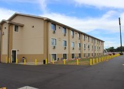 Super 8 by Wyndham Wyoming/Grand Rapids Area - Wyoming - Building