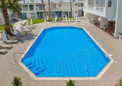 Princessa Vera Hotel Apartments - Paphos - Pool