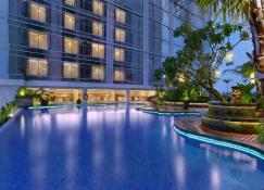 The Alana Yogyakarta Hotel & Convention Center - Yogyakarta - Pool