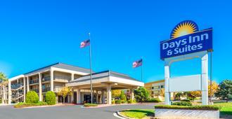 Days Inn & Suites by Wyndham Albuquerque North - Alburquerque - Edificio