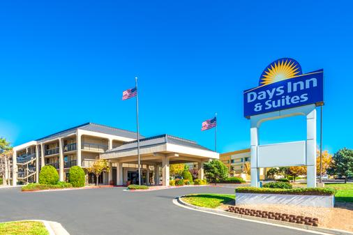 Days Inn & Suites by Wyndham Albuquerque North - Albuquerque - Rakennus