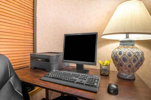 Days Inn & Suites by Wyndham Albuquerque North - Albuquerque - Business centre