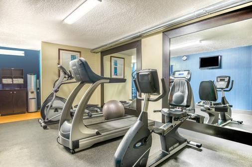 Days Inn & Suites by Wyndham Albuquerque North - Albuquerque - Gym