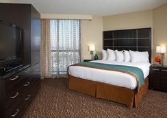 Embassy Suites by Hilton Los Angeles Int'l Airport North - Los Angeles - Phòng ngủ