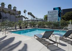 H Hotel Los Angeles, Curio Collection by Hilton - Los Angeles - Uima-allas