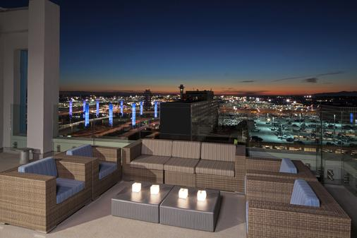 H Hotel Los Angeles, Curio Collection by Hilton - Los Angeles - Balcon