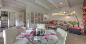 Eumundi Yacht Club B&B - Noosa Heads - Living room