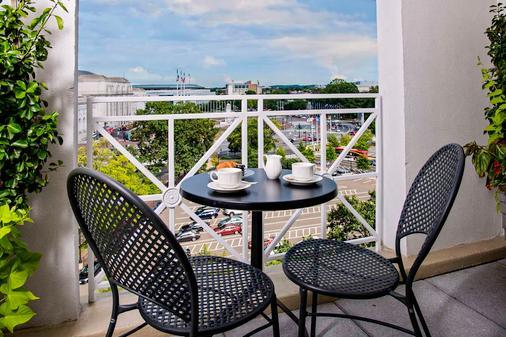 Phoenix Park Hotel - Washington - Balcony