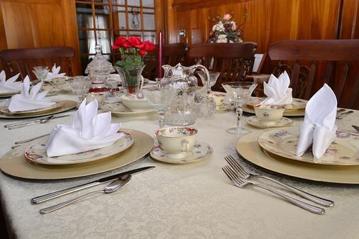 Butler House Bed and Breakfast - Niagara Falls - Food