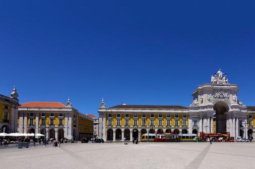 Pousada De Lisboa, Praça Do Comércio - Monument Hotel - Lisbon - Balcony
