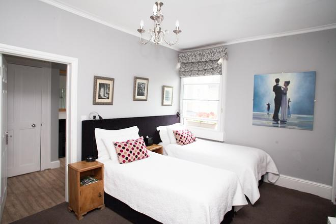 The Henry Guest House - Bath - Bedroom