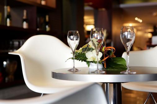 Logis Hôtel Le Renard Châlons-En-Champagne - Châlons-en-Champagne - Bar
